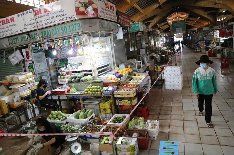 Cảnh mua bán ở chợ Bến Thành những ngày đầu hoạt động trở lại - ảnh 5