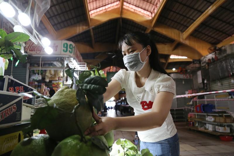 Cảnh mua bán ở chợ Bến Thành những ngày đầu hoạt động trở lại - ảnh 8