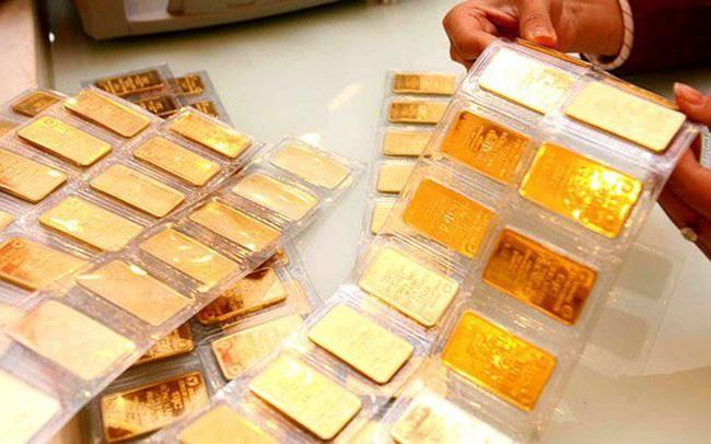 Giá vàng trong nước rẻ hơn thế giới 200.000 đồng/lượng - ảnh 1