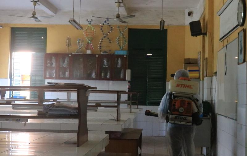 Trường khử khuẩn 2 tuần một lần để học sinh 12 quay lại lớp  - ảnh 5