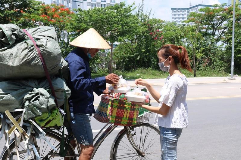 Hàng quán chung tay sẻ chia suất cơm miễn phí - ảnh 5