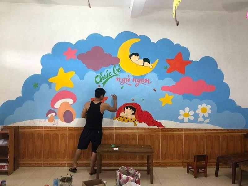 Thầy giáo biến bức tường cũ khu cách ly thành bích họa - ảnh 2