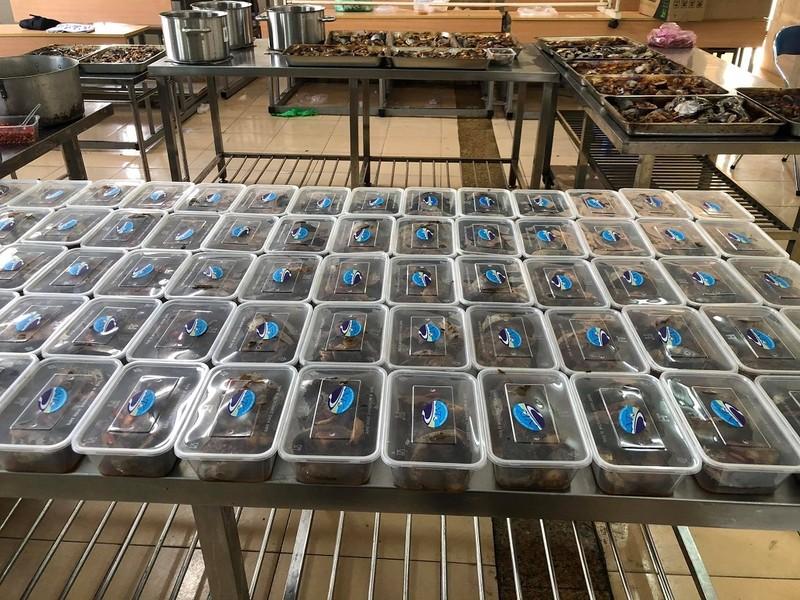 SV Cao đẳng Du lịch Nha Trang kho cá ngừ gửi tặng tuyến đầu chống dịch  - ảnh 3