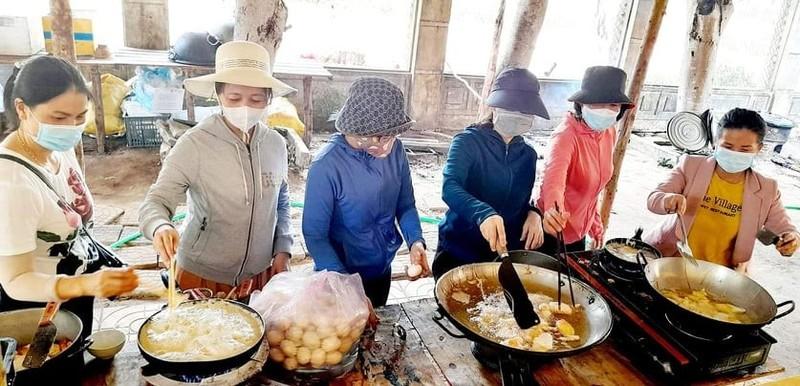 Quảng Ngãi: Giáo viên trường THPT Trần Kỳ Phong gói lương thực gửi vào miền Nam - ảnh 3