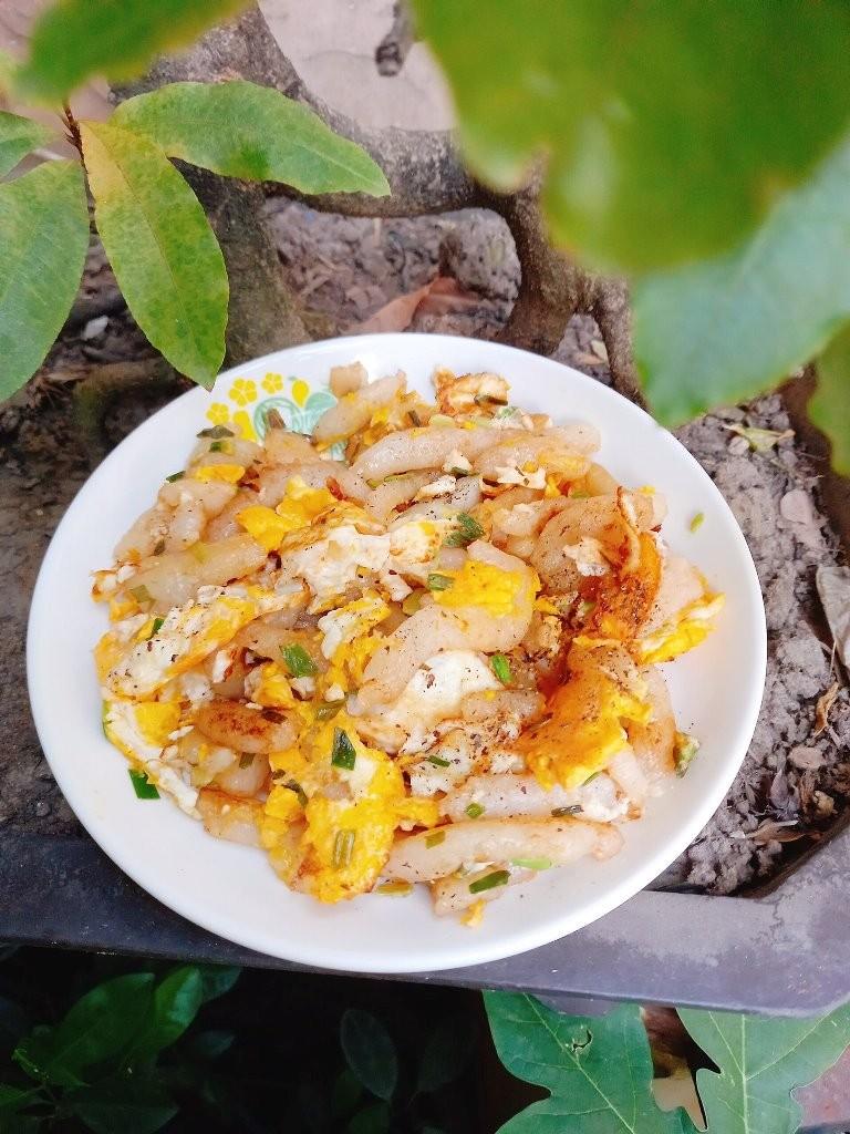Mùa COVID-19, nghìn lẻ một món ăn được biến tấu từ cơm nguội  - ảnh 3