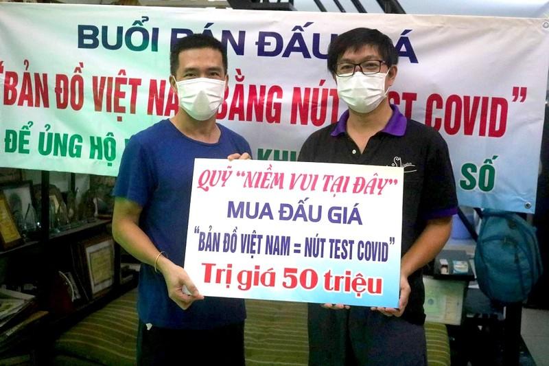 Bán đấu giá bản đồ Việt Nam làm từ 1500 nút test COVID-19  - ảnh 3