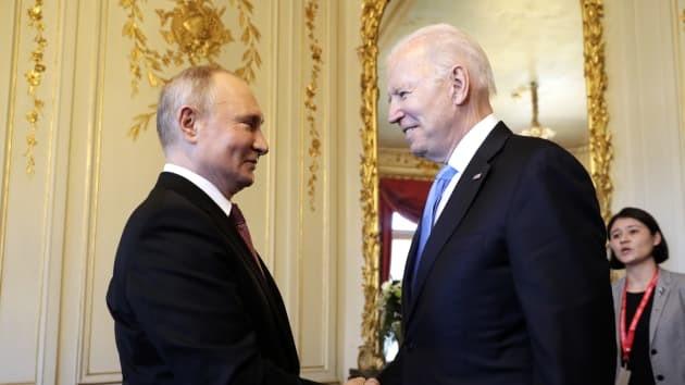 Ông Biden bắt tay ông Putin, hội đàm thượng đỉnh Mỹ - Nga bắt đầu - ảnh 1