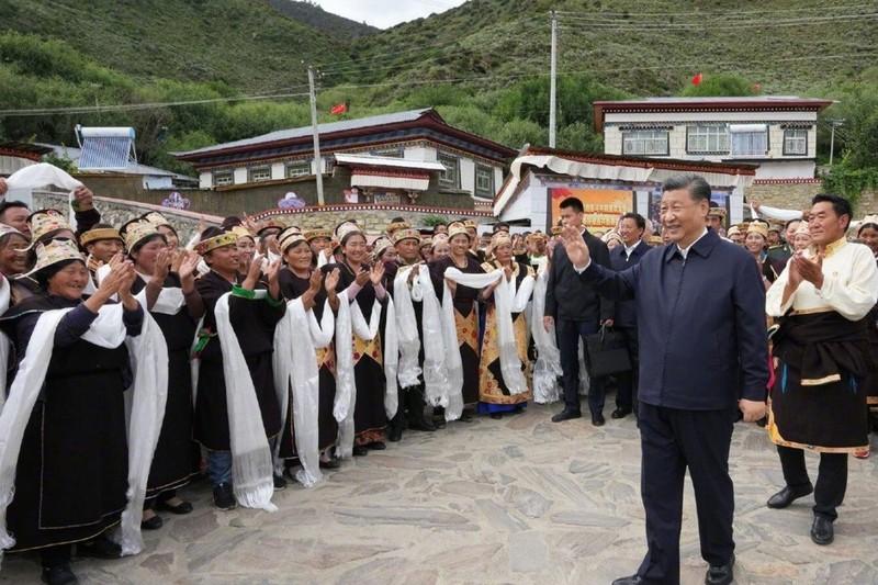 Ông Tập lần đầu đến khu tự trị Tây Tạng với tư cách chủ tịch nước - ảnh 1
