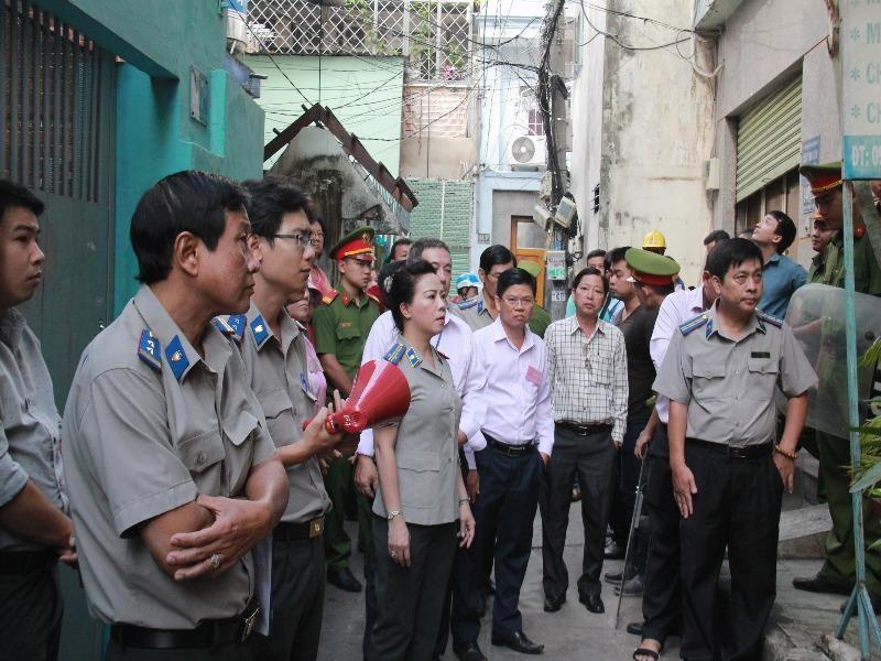 Quận Phú Nhuận cưỡng chế giao nhà cho người trúng đấu giá  - ảnh 1