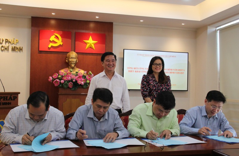 Ký cam kết hoàn thành nhiệm vụ cải cách hành chính 2019  - ảnh 2