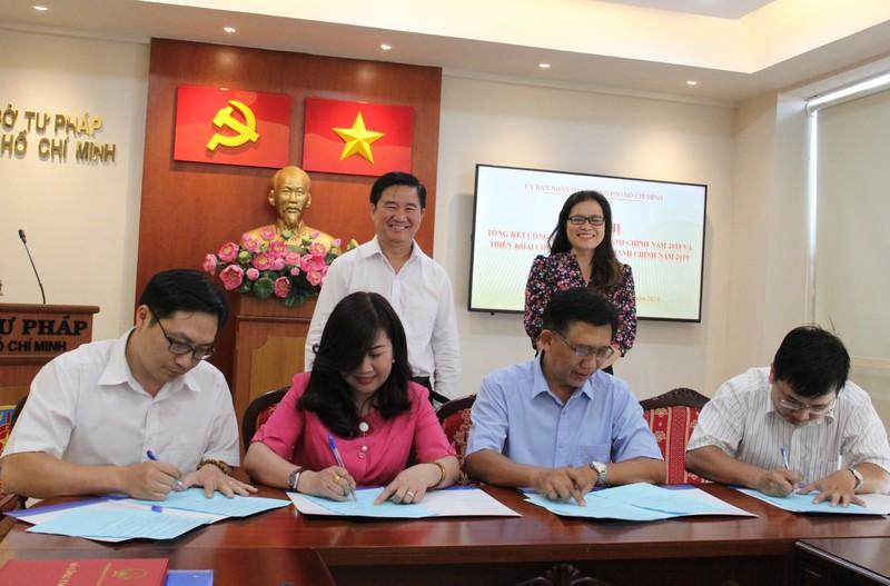 Ký cam kết hoàn thành nhiệm vụ cải cách hành chính 2019  - ảnh 4