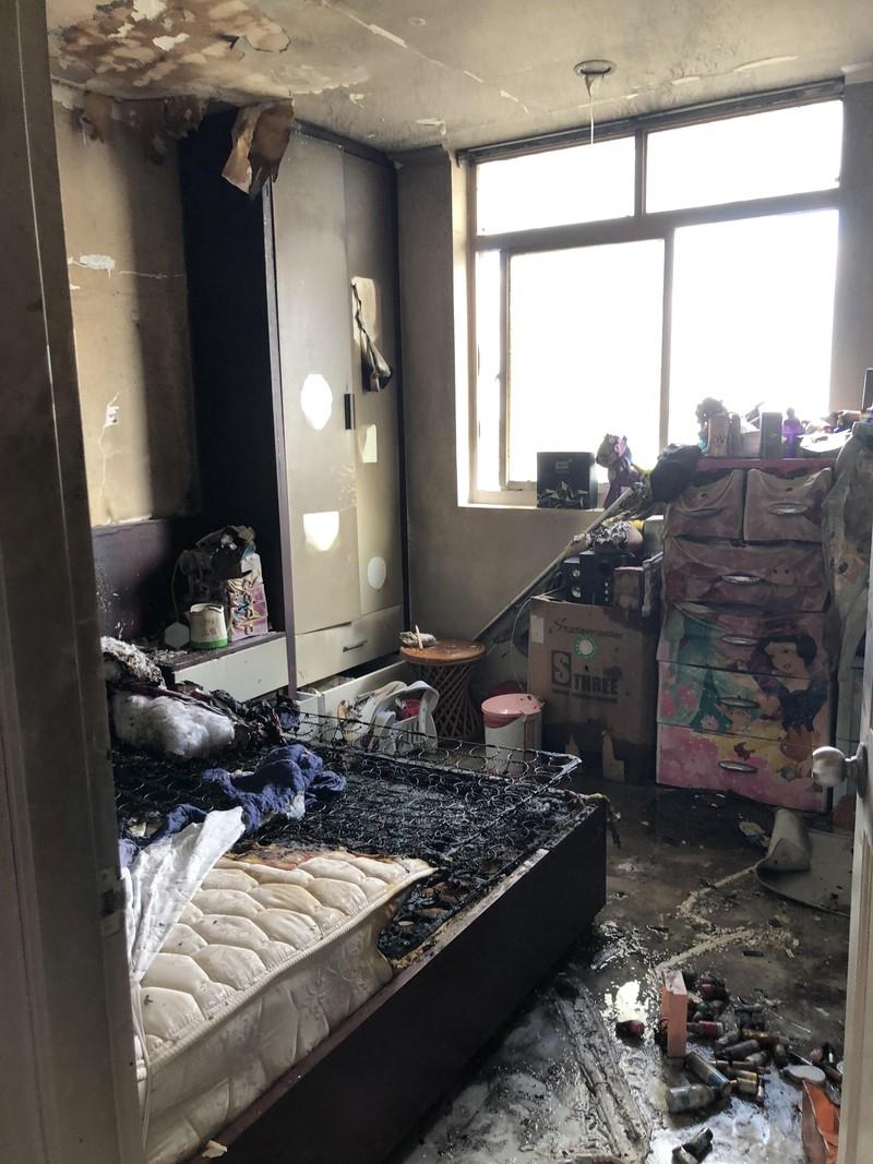 Cháy cao ốc Srec đường Trường Sa, dân hoảng loạn tháo chạy  - ảnh 1