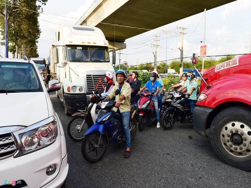 Kiểm tra đường nối gây mất an toàn giao thông ở quận Thủ Đức  - ảnh 1