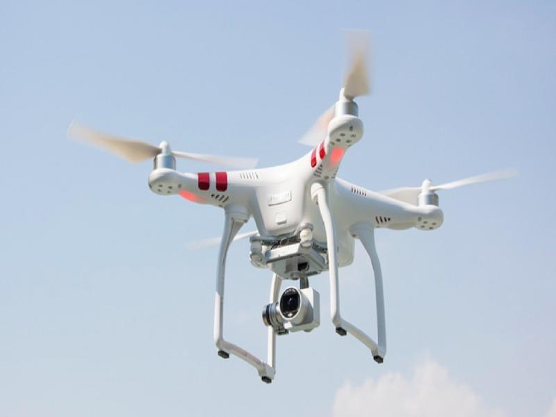 Cấm flycam bay trong phạm vi 8 km từ ranh cảng hàng không - ảnh 1