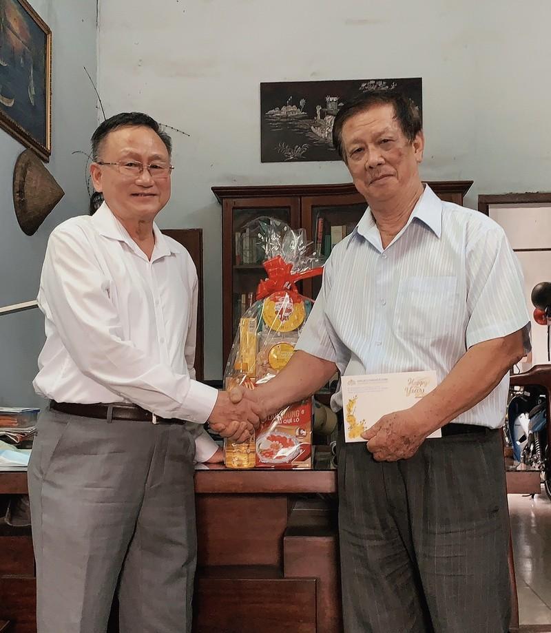 Đoàn luật sư TP.HCM thăm và tặng quà tết cho 20 đồng nghiệp  - ảnh 1
