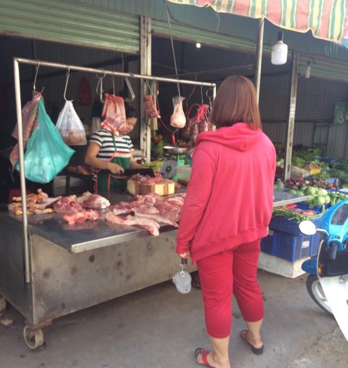 Những thói quen sai lầm của các bà nội trợ khi mua thịt - ảnh 2