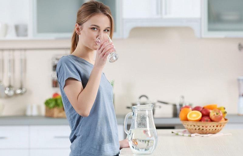 Uống nước lúc đói bụng có giúp giảm cân? - ảnh 1