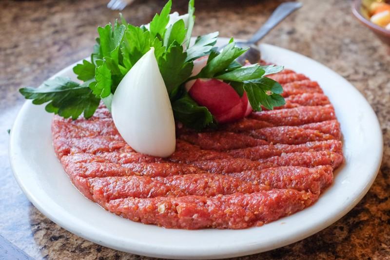 Thịt bò tái sống và thịt bò chín ăn kiểu nào tốt hơn - ảnh 1