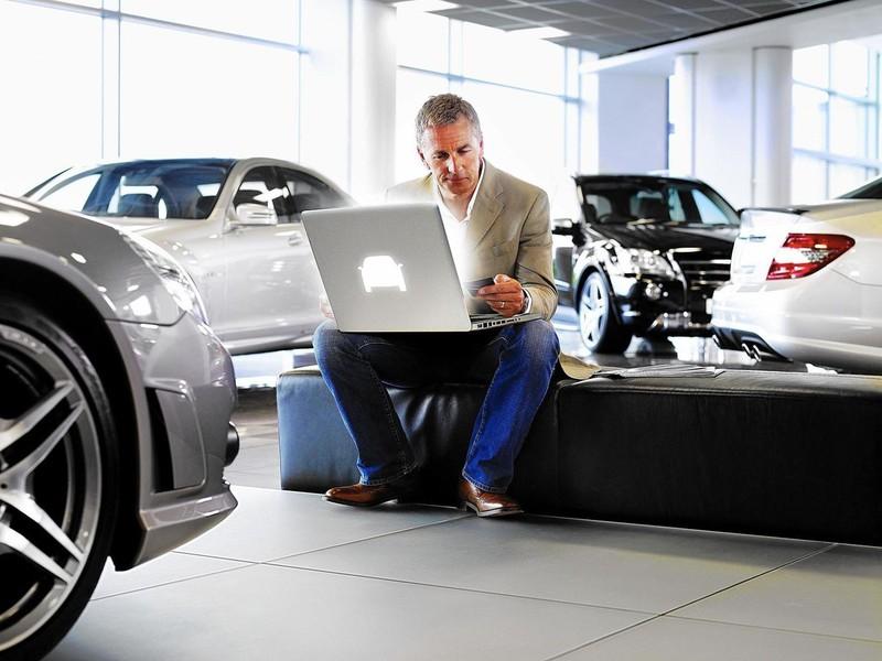Các hãng đang bán xe cho khách theo cách 'giãn cách xã hội'  - ảnh 1