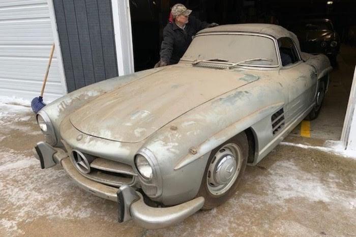 Mercedes-Benz 300 SL Roadster bỏ xó suốt 40 năm giá 23 tỉ - ảnh 1