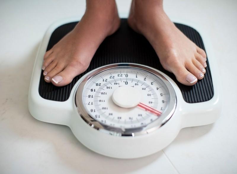 Tác hại của việc ăn khuya đối với sức khỏe - ảnh 1