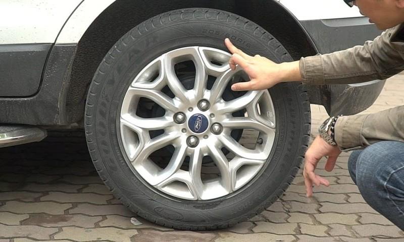 Làm thế nào để không bị nổ lốp ô tô giữa đường? - ảnh 3