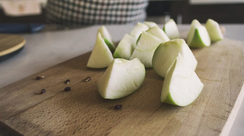 Ăn nhằm hạt táo, sức khỏe có bị ảnh hưởng? - ảnh 1