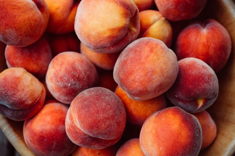 Những loại trái cây và rau quả không nên gọt vỏ khi ăn - ảnh 1