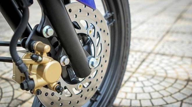 Tại sao trên phanh đĩa xe máy có nhiều lỗ nhỏ? - ảnh 2