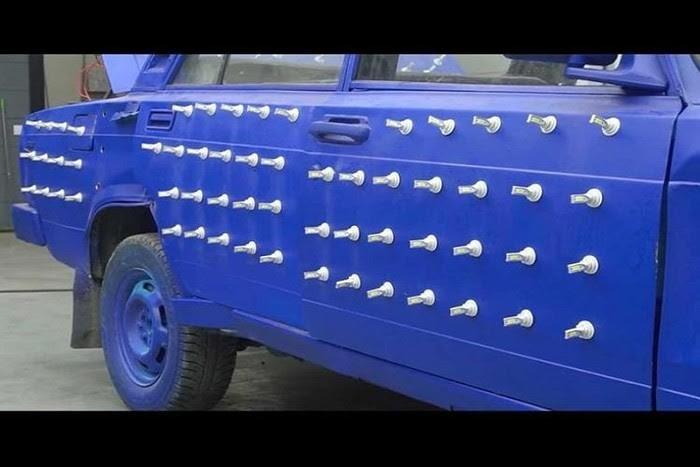 Xe cỏ gắn 300 bóng đèn LED xuyên thủng màn đêm - ảnh 3