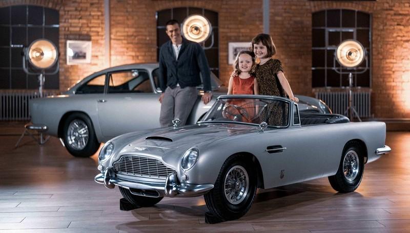 Chiếc xe điện đồ chơi trẻ em đắt bằng một chiếc Mercedes - ảnh 1