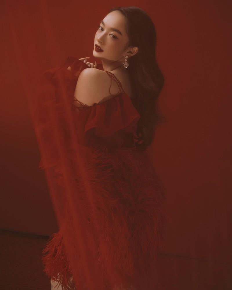 Vẻ đẹp kiêu sa, sắc sảo của Kaity Nguyễn ở tuổi 22 - ảnh 2