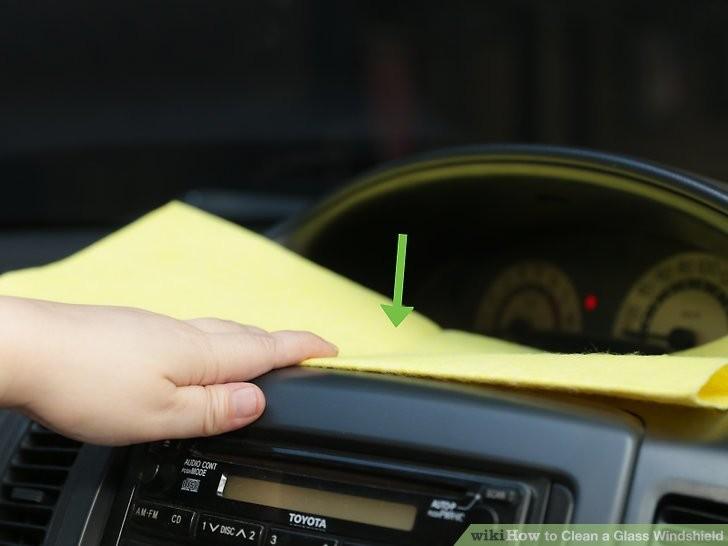Cách làm sạch kính chắn gió ô tô để chuẩn bị đi chơi lễ  - ảnh 6
