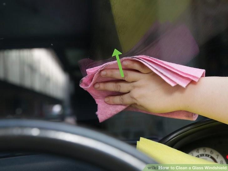 Cách làm sạch kính chắn gió ô tô để chuẩn bị đi chơi lễ  - ảnh 8
