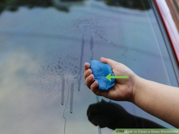 Cách làm sạch kính chắn gió ô tô để chuẩn bị đi chơi lễ  - ảnh 9