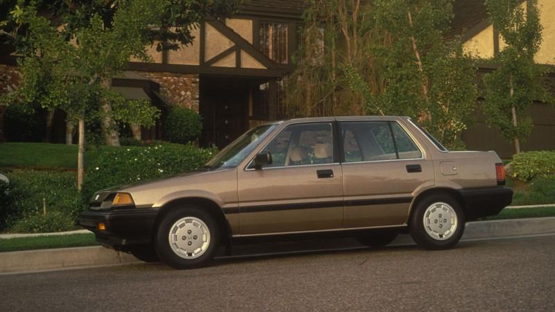 Nhìn lại thiết kế của Honda Civic qua các thời kỳ - ảnh 3