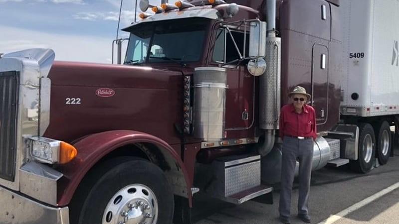 Bất ngờ với cụ ông 88 tuổi vẫn hành nghề lái xe container - ảnh 1
