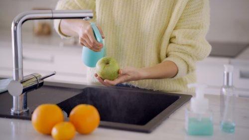 Sai lầm phổ biến khi rửa trái cây và rau quả cần tránh - ảnh 2