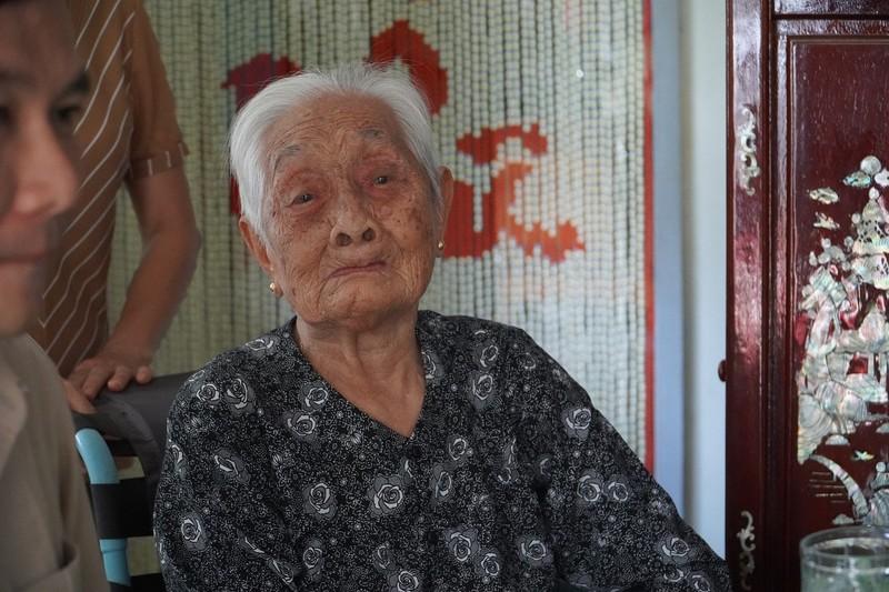 Công an quận Tân Bình thăm, tặng quà cho Mẹ VNAH ở Vĩnh Long - ảnh 2