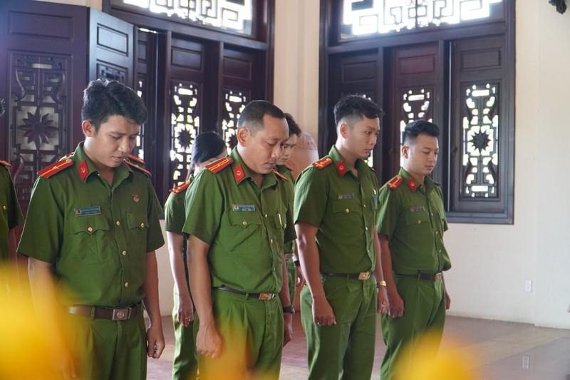 Công an quận Tân Bình thăm, tặng quà cho Mẹ VNAH ở Vĩnh Long - ảnh 6