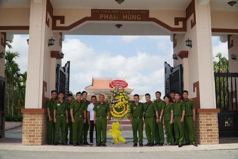Công an quận Tân Bình thăm, tặng quà cho Mẹ VNAH ở Vĩnh Long - ảnh 5