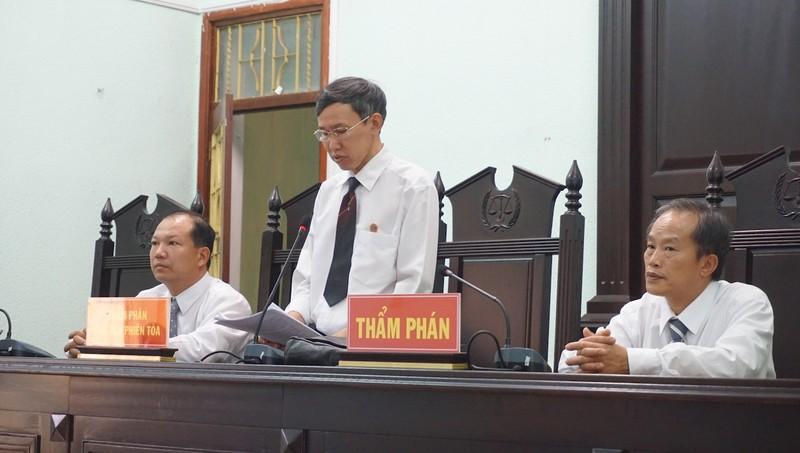Vụ gỗ khô: Chủ tọa tuyên 5 người vô tội thôi làm chánh án  - ảnh 1