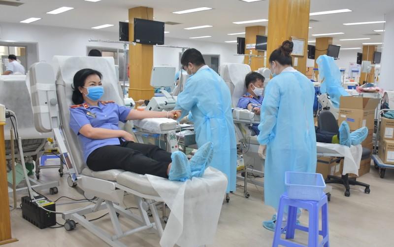Viện kiểm sát cấp cao tại TP.HCM hiến máu cứu người - ảnh 2