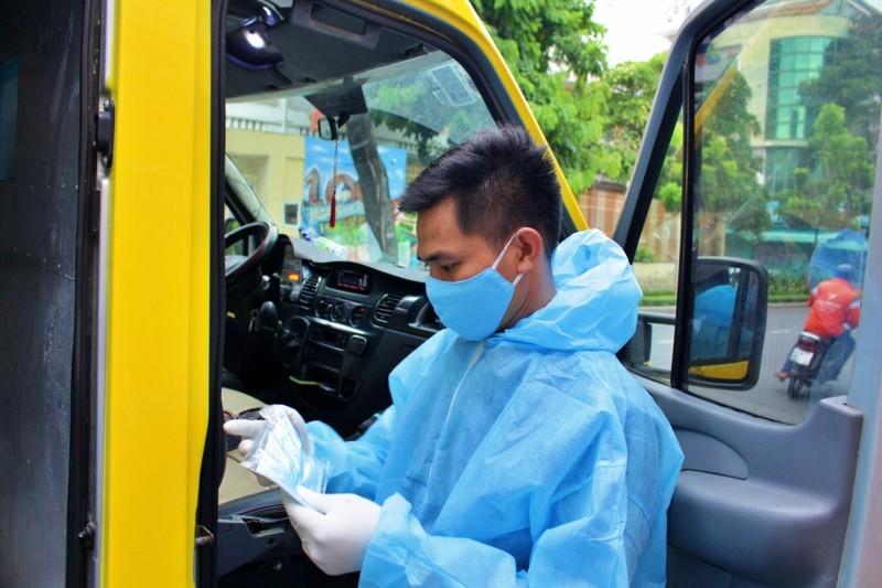 Ảnh: Chuyến 'đưa cơm' cho bác sĩ của tài xế xe 0 đồng - ảnh 5