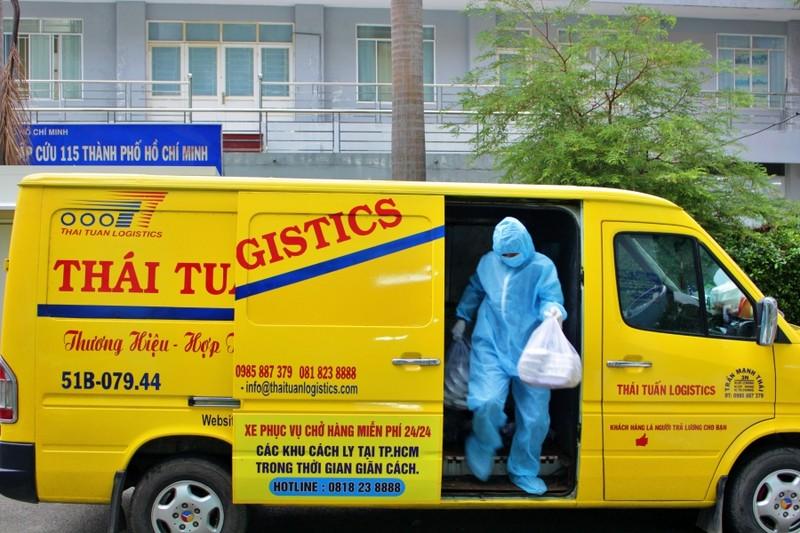 Ảnh: Chuyến 'đưa cơm' cho bác sĩ của tài xế xe 0 đồng - ảnh 8