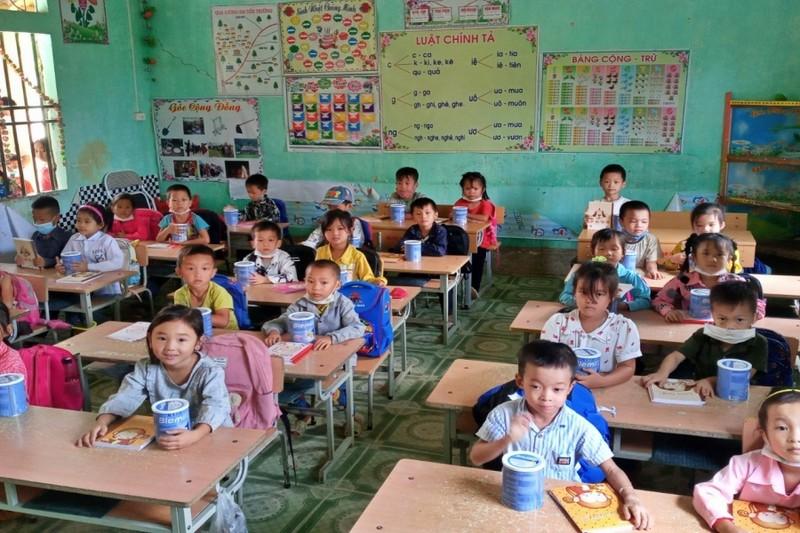 Hỗ trợ vở, dụng cụ học tập cho học sinh khó khăn do COVID-19 - ảnh 2