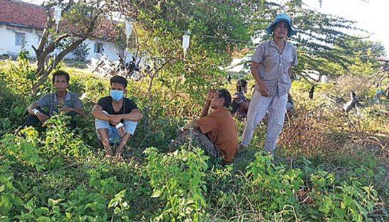 Uống rượu giả, 19 người thiệt mạng ở Campuchia - ảnh 1