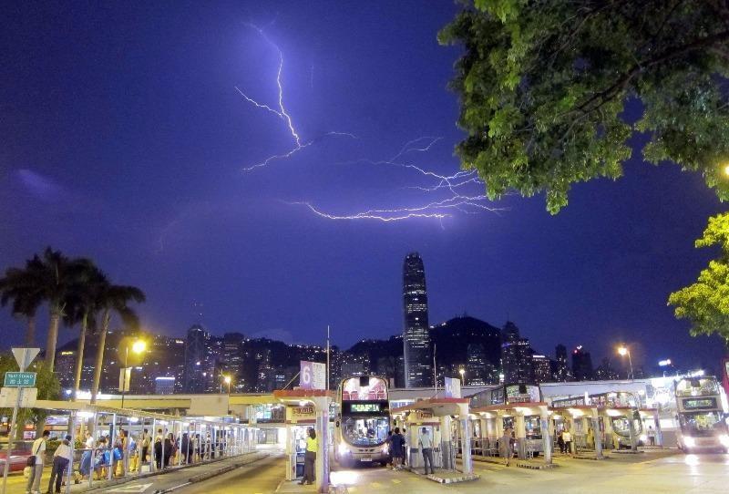 hơn 10.000 tia sét giáng xuống Hong Kong