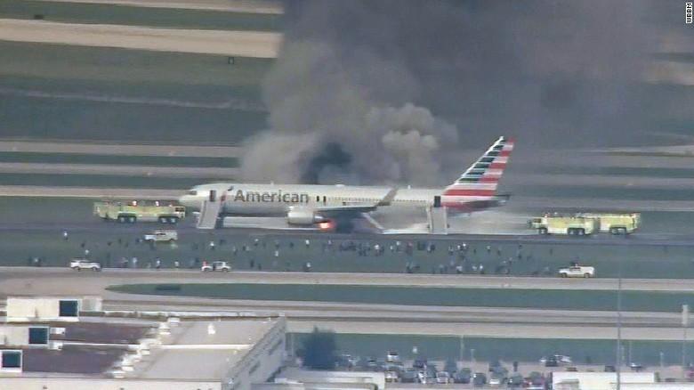 phi cơ Mỹ bốc cháy trên đường băng