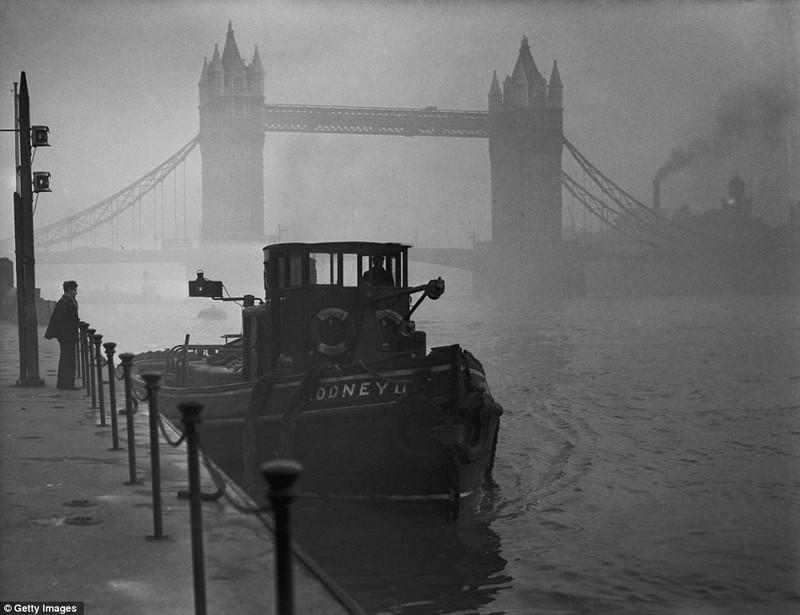hủ đô Luân Đôn (Anh) chìm trong màn sương mù tháng 12-1952